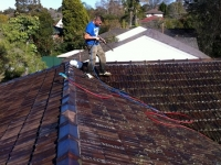 Roof cleaning with the use of a power washer